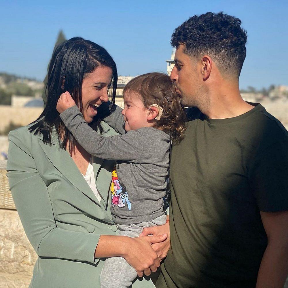 """ח""""כ שירלי פינטו עם בן זוגה מייקל קדוש ובנם נבות   צילום: מתוך האינסטגרם pintoshirly@"""