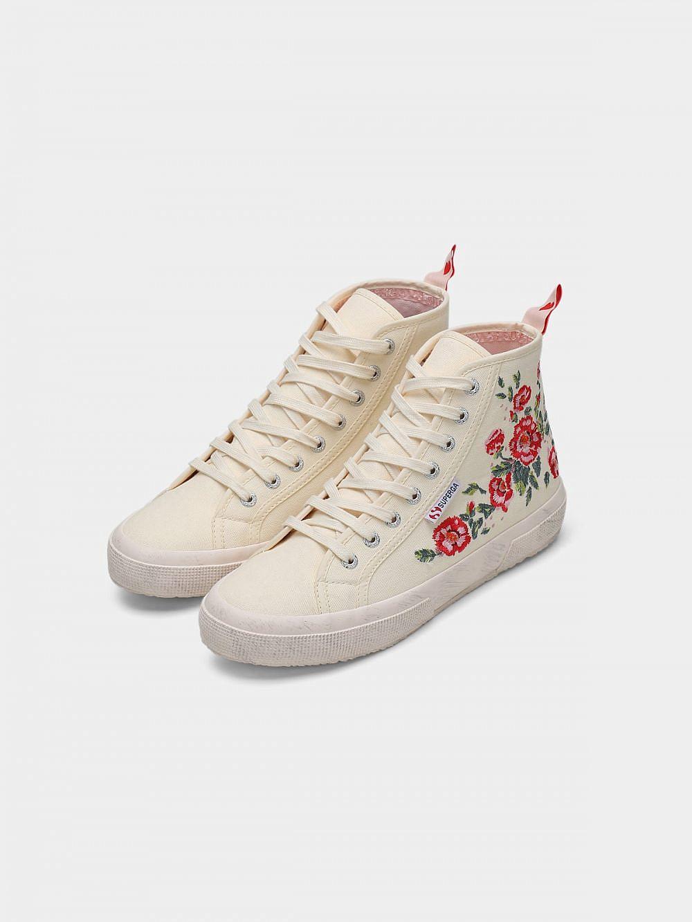 """נעליים של סופרגה, מחיר: 279 ש""""ח   צילום: one project by azrieli"""