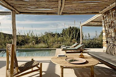 מלון The Rooster באנטיפארוס, יוון | צילום: Yannis Rizomarkos