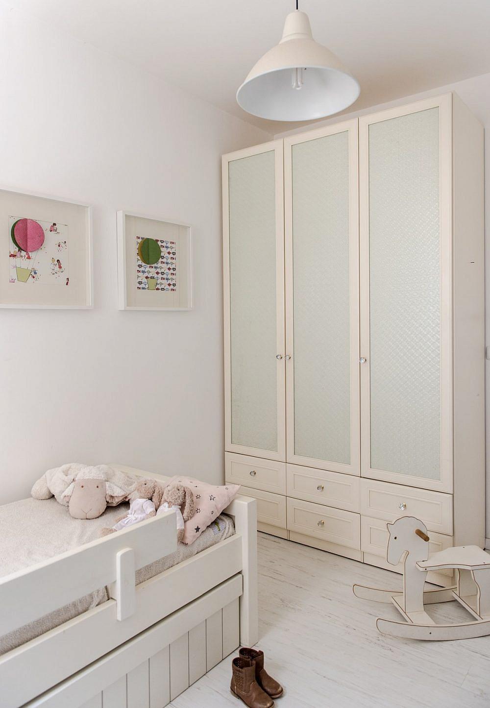 """ארונות ריביירה – ארון חדר ילדים. וינטג' שיק בהתאמה אישית, דגם אלפא, מחיר 5,990 ש""""ח   צילום: גלעד רדט, סטיילינג: אורנה מזור"""