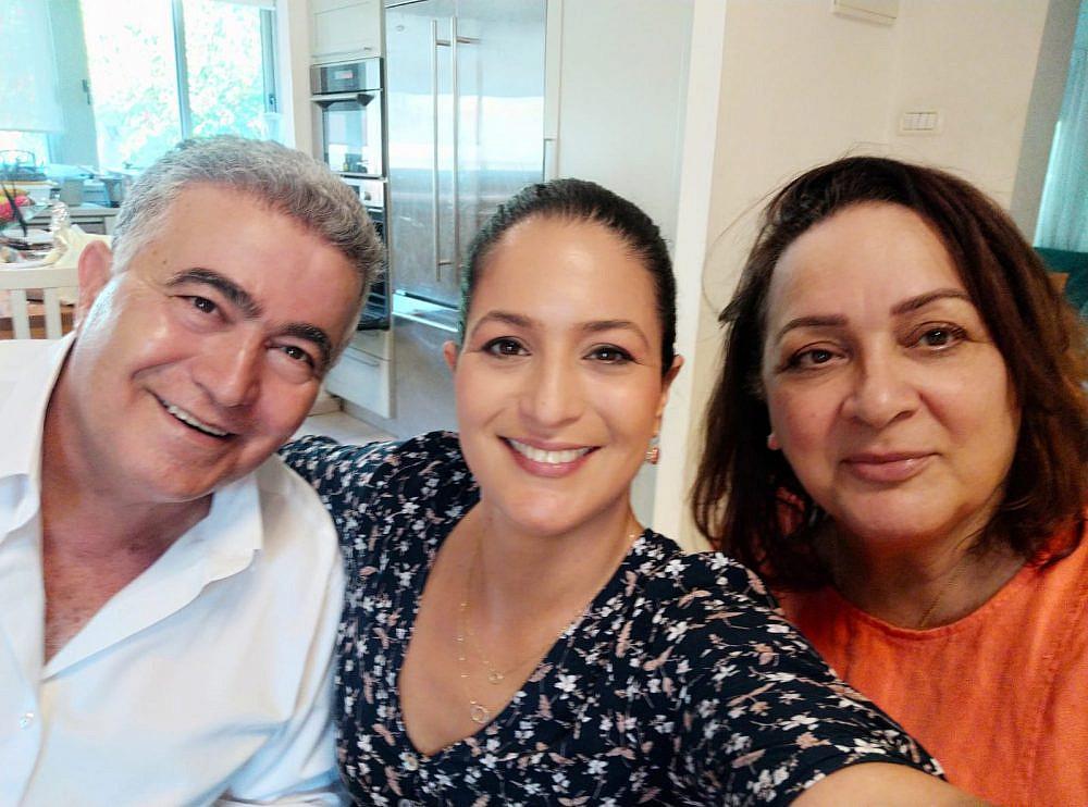 עם ההורים אחלמה ועמיר פרץ   צילום: באדיבות המשפחה