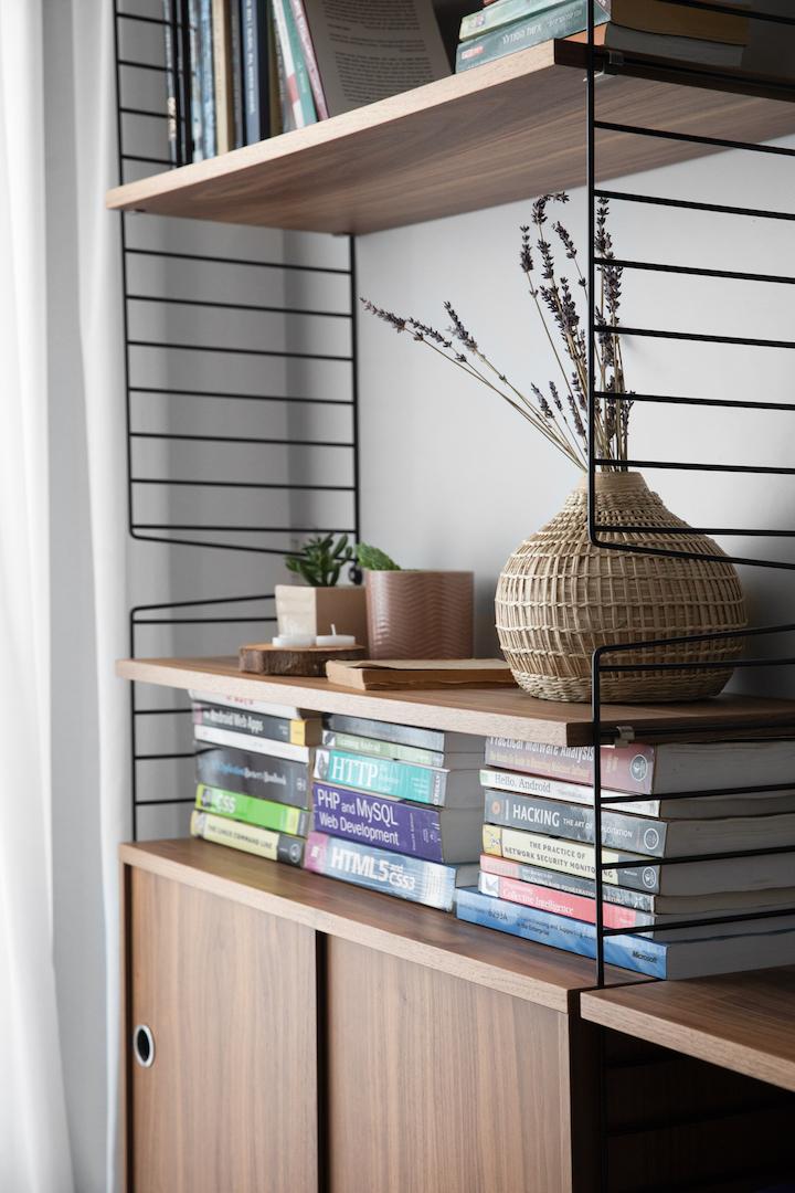 ספרייה מינימליסטית   עיצוב: לירון גונן, צילום: שירן כרמל
