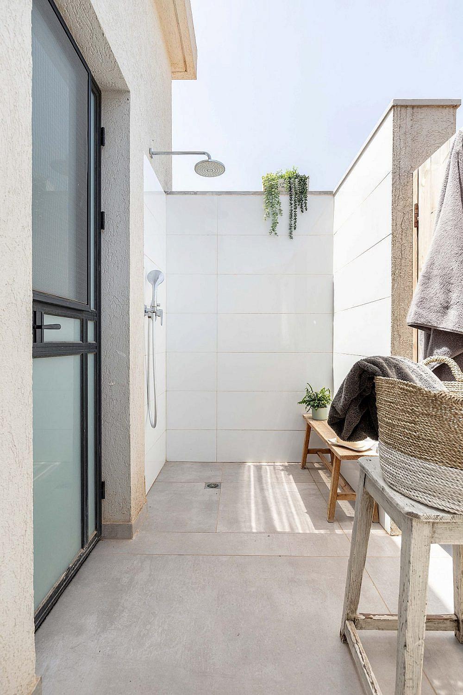 המקלחת החיצונית   אדריכלית: רות חובב, מעצבת פנים: שני סלע, צילום: אורית ארנון