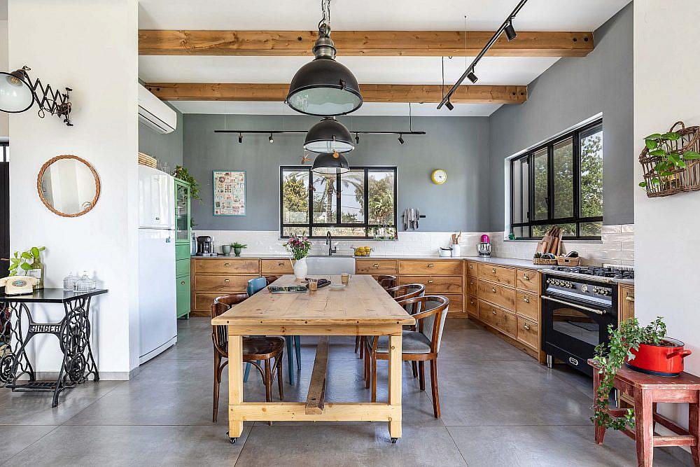 שולחן אוכל גדול ומזמין   אדריכלית: רות חובב, מעצבת פנים: שני סלע, צילום: אורית ארנון