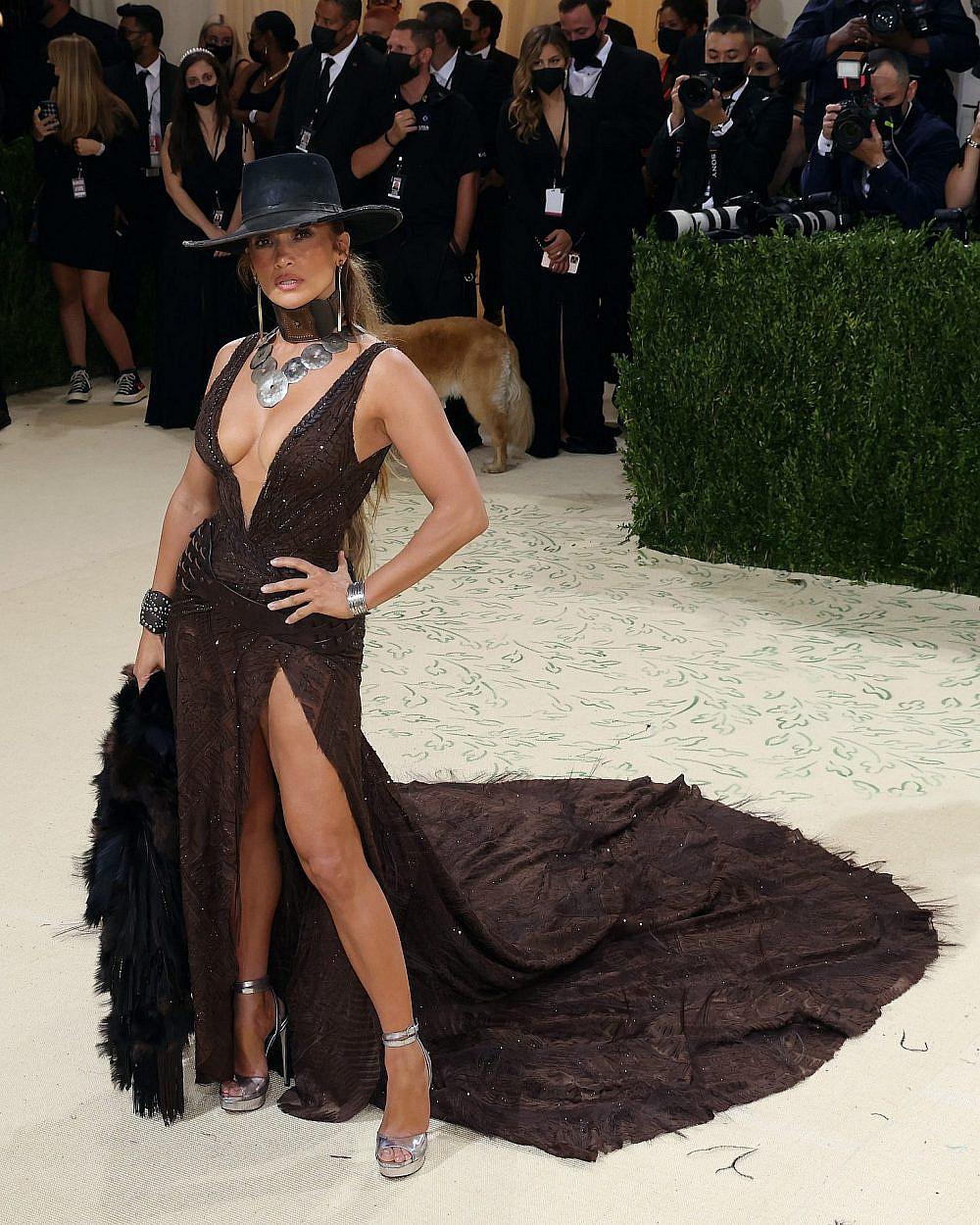 ג'ניפר לופז לובשת רלף לורן במט גאלה 2021 ומוכיחה שהיא קאובוית אמיתית | צילום: Gettyimages