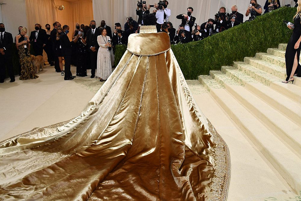ליל נאס X לובש בגד של ורסצ׳ה בן 3 חלקים, במט גאלה 2021 | צילום: Gettyimages