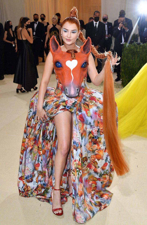 רק אל תפתיעי אף אחד במיטה עם השמלה הזו. קים פטרס לובשת קולינה סטראדה במט גאלה 2021 | צילום: Gettyimages