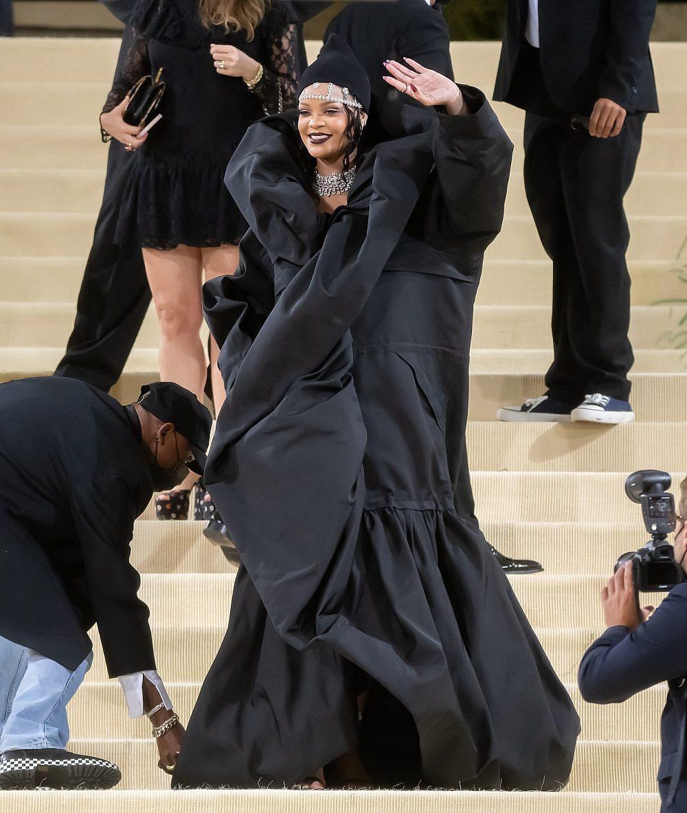 ריהאנה לובשת בלנסיאגה קוטור במט גאלה 2021 | צילום: Gettyimages