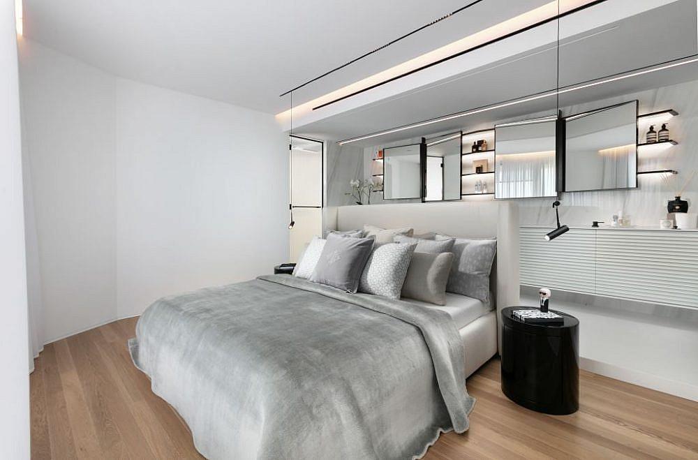 חדר השינה: ארון אמבטיה והמיטה (כשהמסך המפריד מורם)   עיצוב פנים: אורון מילשטיין, צילום: אלעד גונן