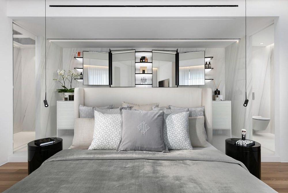 המיטה בחדר השינה כשהמסך המפריד למעלה וארון האמבטיה עם הכיורים חשוף   עיצוב פנים: אורון מילשטיין, צילום: אלעד גונן