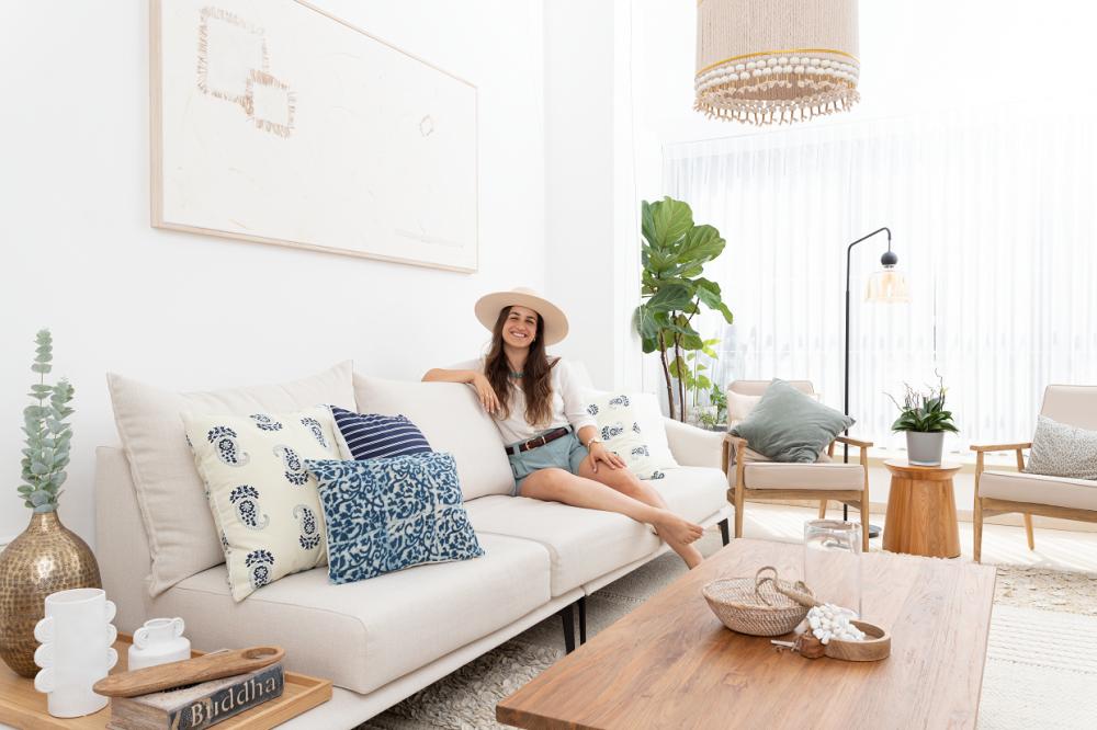 נועה גבע, מעצבת פנים של הדירה של ניר והגר בצפון הישן תל אביב   צילום: עומר שורר