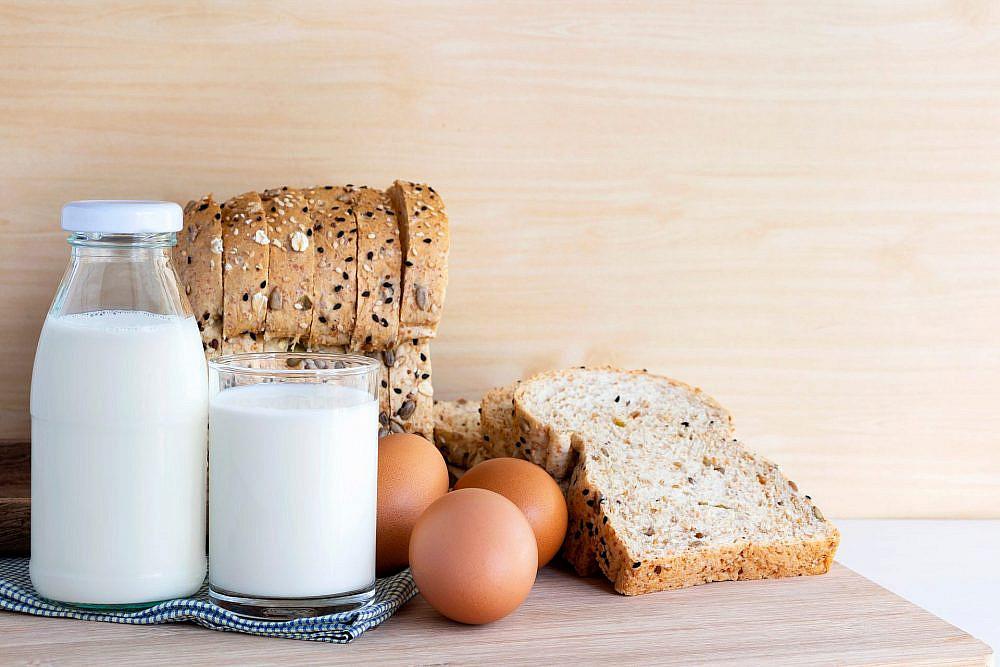 לא רק לחם וביצים   תמונה: Sutterstock