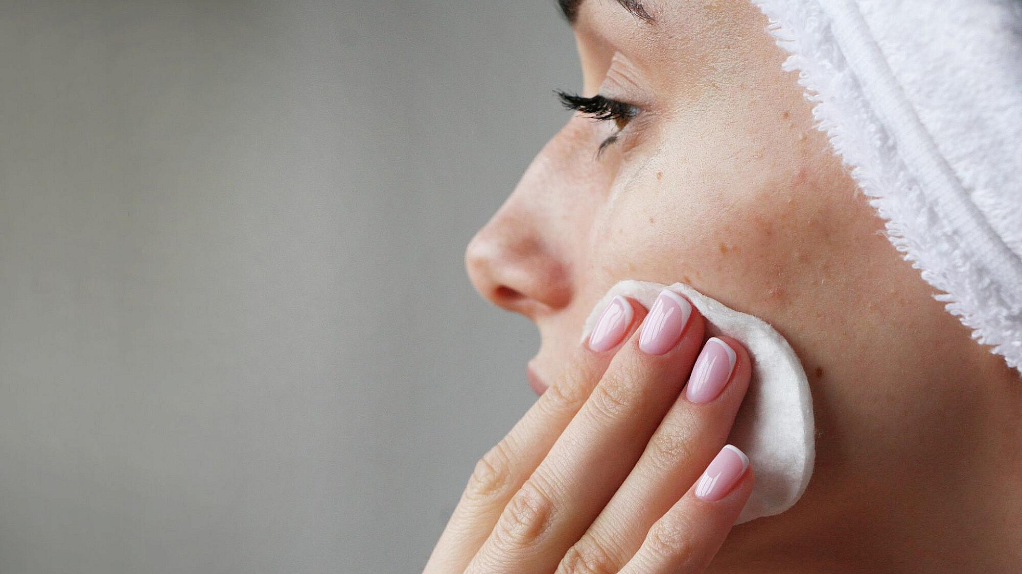 טיפול בפגמי עור   תמונה: Shutterstock