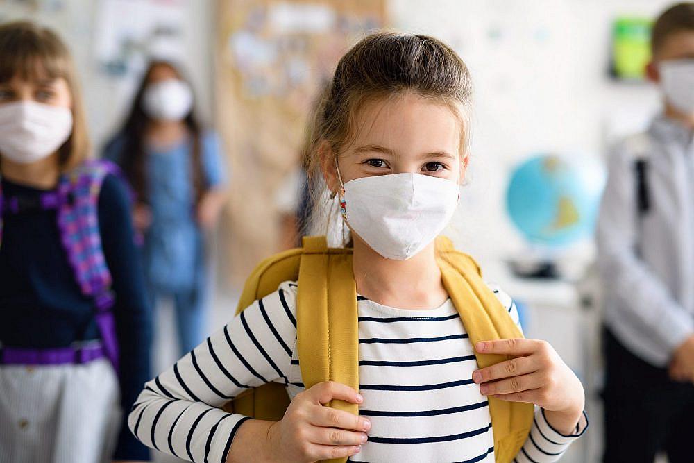 נצייד את הילדים במסיכות ונזכיר את הכללים בהתאם לגיל | צילום: Shutterstock