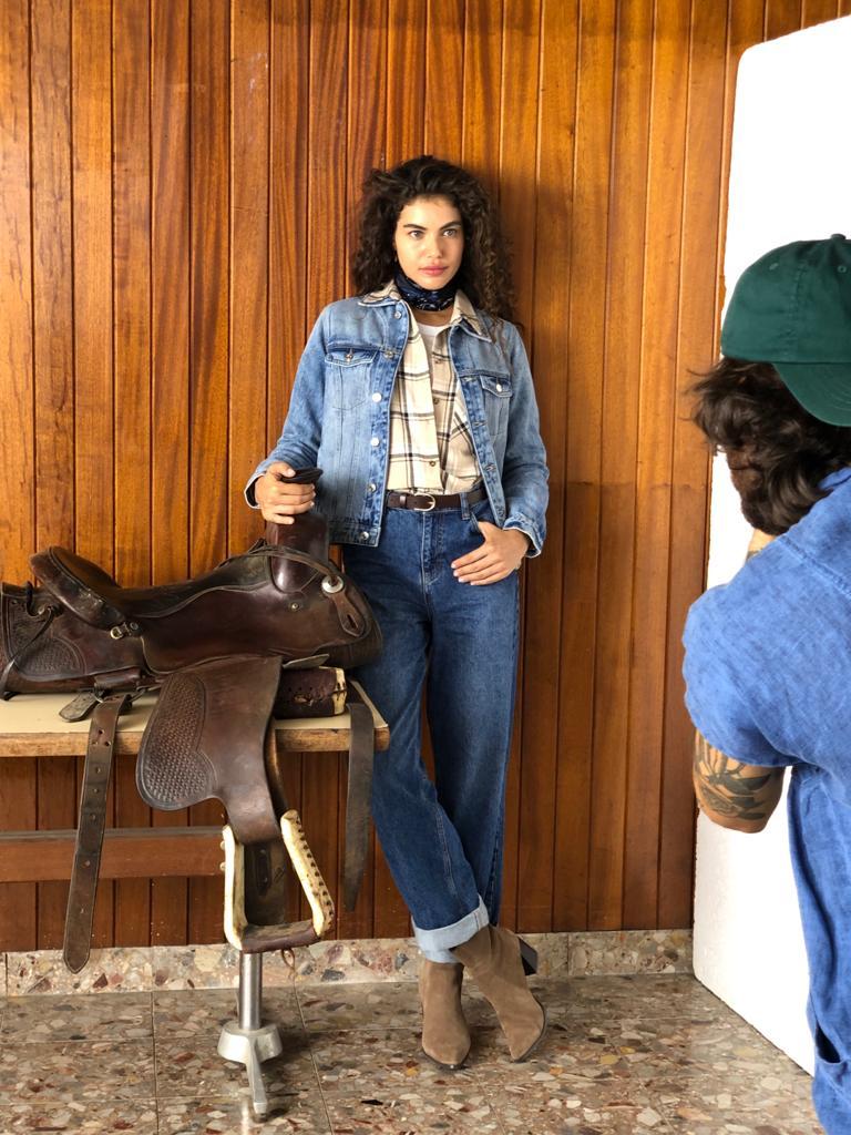 שלומית מלכה בצילומי קמפיין קסטרו לחורף 2021 | צילום: לנס הפקות