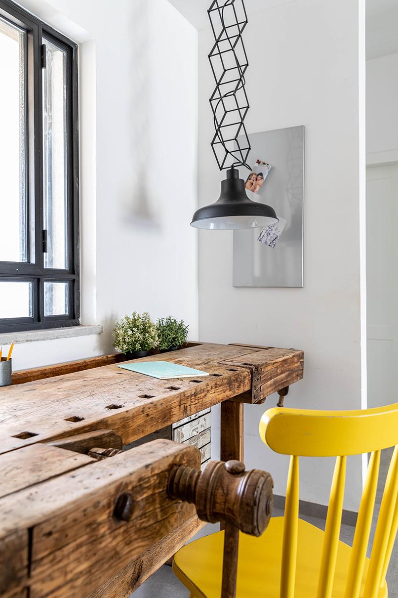 שולחן נגרים וינטג' מאוסף פרטי   אדריכלות: רות חובב, עיצוב פנים: שני סלע, צילום: אורית ארנון