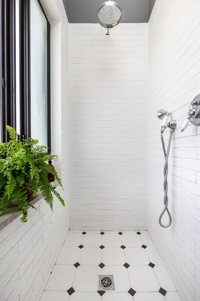 המקלחון הפנימי   אדריכלות: רות חובב, עיצוב פנים: שני סלע, צילום: אורית ארנון
