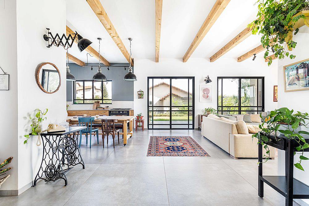 פרופורציות נקיות וצבעוניות משמחת   אדריכלות: רות חובב, עיצוב פנים: שני סלע, צילום: אורית ארנון