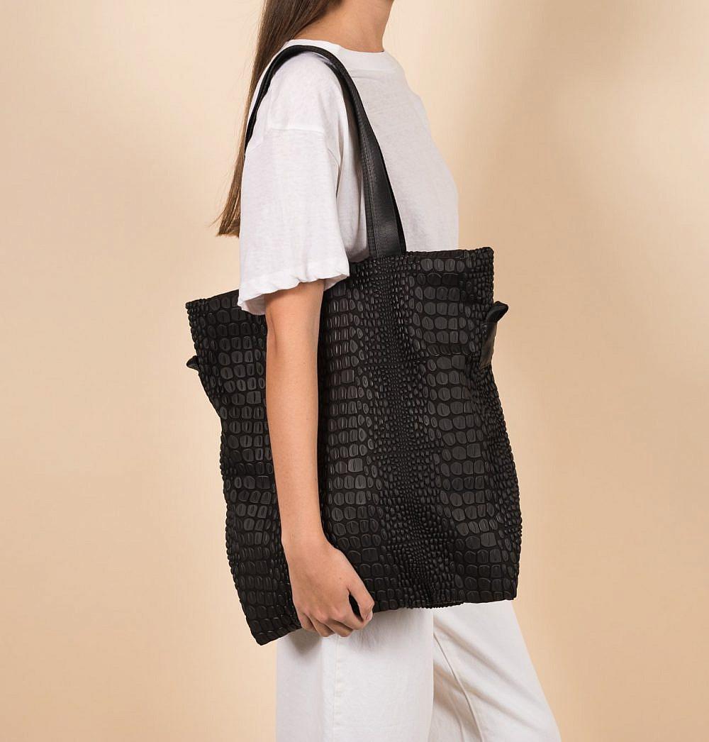 Tokyo Tote Bag של דניאלה להבי. 850 ש״ח  צילום: יח״צ