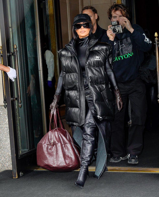 ועוד לוק של קימי במעיל פוך   צילום: Gotham/GC Images