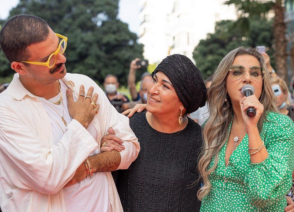 דרור קונטנטו, אימו אריאלה והזמרת ריקי בן ארי בתצוגת אופנה של דרור קונטנטו באיכילוב. חודש המודעות לסרטן השד   צילום: מירי גטניו וג'ני ירושלמי, איכילוב