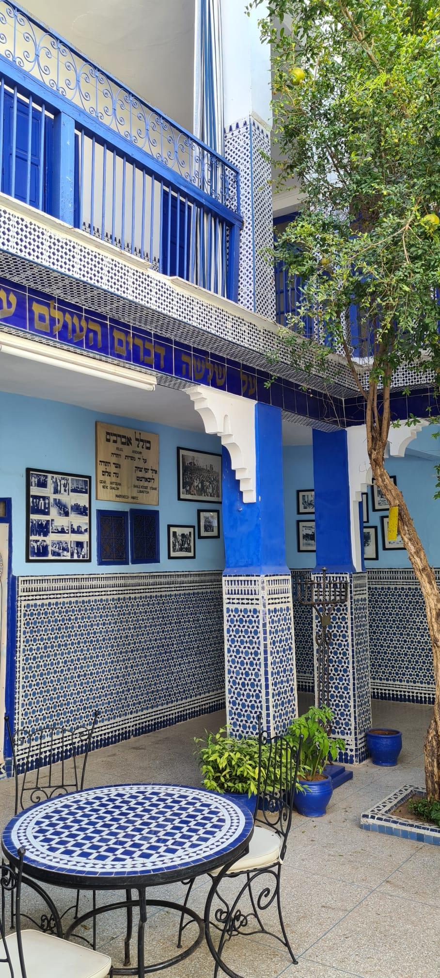 בית הכנסת אלעזמה ממוקם בתוך ריאד, מבנה מסורתי ובמרכזו חצר | צילום: שרון בן דוד