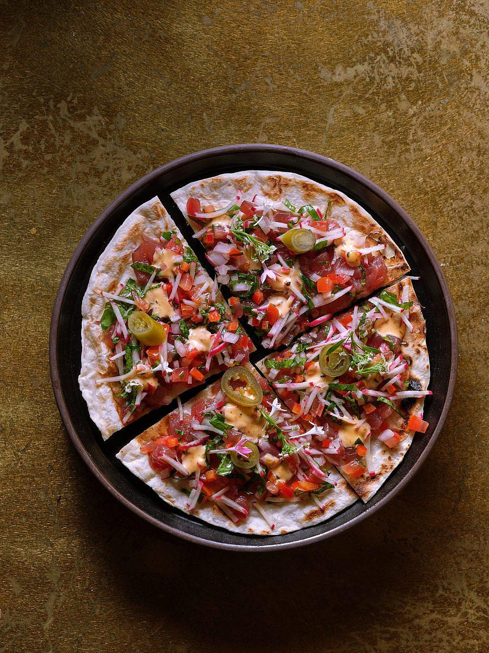 פיצה טונה במאקוטו   צילום: אנטולי מיכאלו